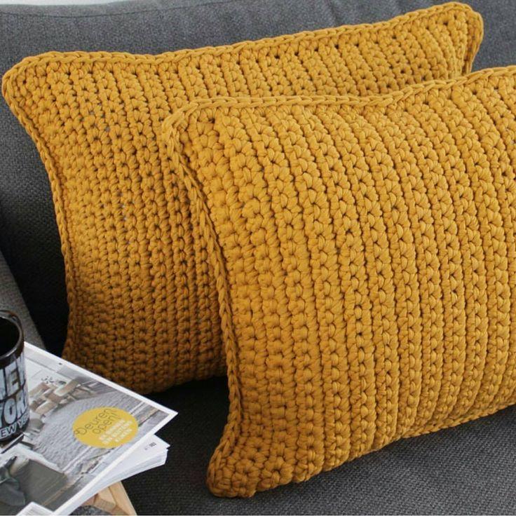 Bom dia! Um dia de preguiça merece almofadas . E almofadas cheias de estilo! Da @hohohaak #inspiração #inspiration #crochet #craft #crochê #fiodemalhaecologico #fiodemalha #instacrochet #artesanato #trapilho #handmade #feitoamão
