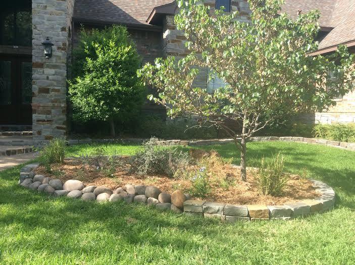 31 best landscape flowerbed edging images on pinterest for River rock garden edging ideas