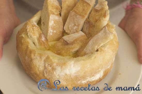Fondue de queso en hogaza de pan