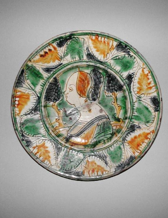 Dish Italy, Bologna or Ferrara, 1500 — 1530 lead-glazed earthenware; incised slipware, D. 34.5 cm, Fitzwilliam Museum, C.280-1991