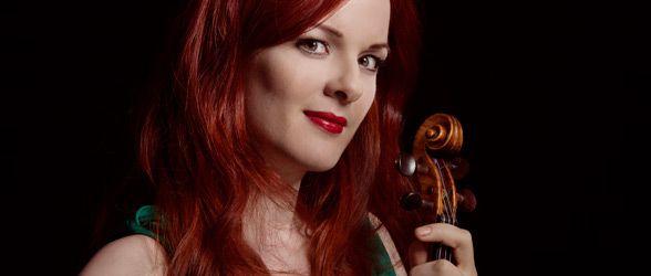 Brahms en Debussy  dirigent François-Xavier Roth  viool Rachel Kolly d'Alba  'De melodieën vliegen hier zomaar rond; je moet uitkijken dat je er niet bovenop gaat staan' schreef Brahms tijdens zijn vakantie aan de Wörthersee. Veel van die gevleugelde melodieën belandden in zijn Vioolconcert, waarvan het hemelse adagio opstijgt tot de ijlere luchtlagen. Op die hoogte bevinden zich ook Debussy's Images, die volgens de componist moesten klinken met 'minder voetenwerk, meer vleugels'.