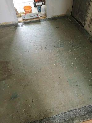 Zhotovenie liatej podlahy - penetrácia podkladu.  #art4you #artpodlahy #liatepodlahy