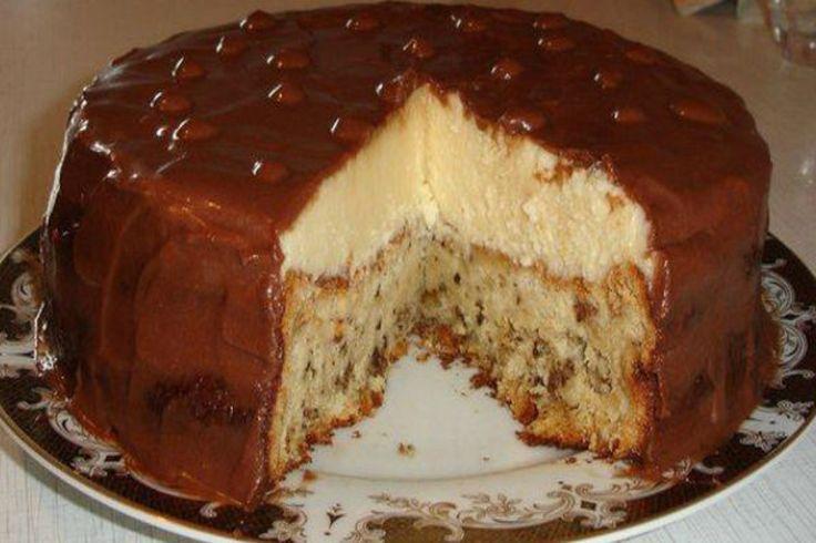 Crema are gust de înghețată, iar blatul moale de pandișpan și glazura transformă acest tort în unul fantastic. INGREDIENTE: Pentru pandișpan: 4 ouă (separați albușurile de gălbenușuri); 1 pahar de zahăr; 10 linguri de apă rece; 2 linguri cu vârf de cacao; ½ linguriță de bicarbonat de sodiu; 1 pahar de făină; 1 linguriță de vanilie. Pentru cremă: 1 pahar de zahăr; 2 linguri cu vârf de făină; 2 ouă; vanilie; 1 pahar de lapte cald; 250 gr de unt. Pentru glazură: 2 linguri de zahăr; 2 linguri de…