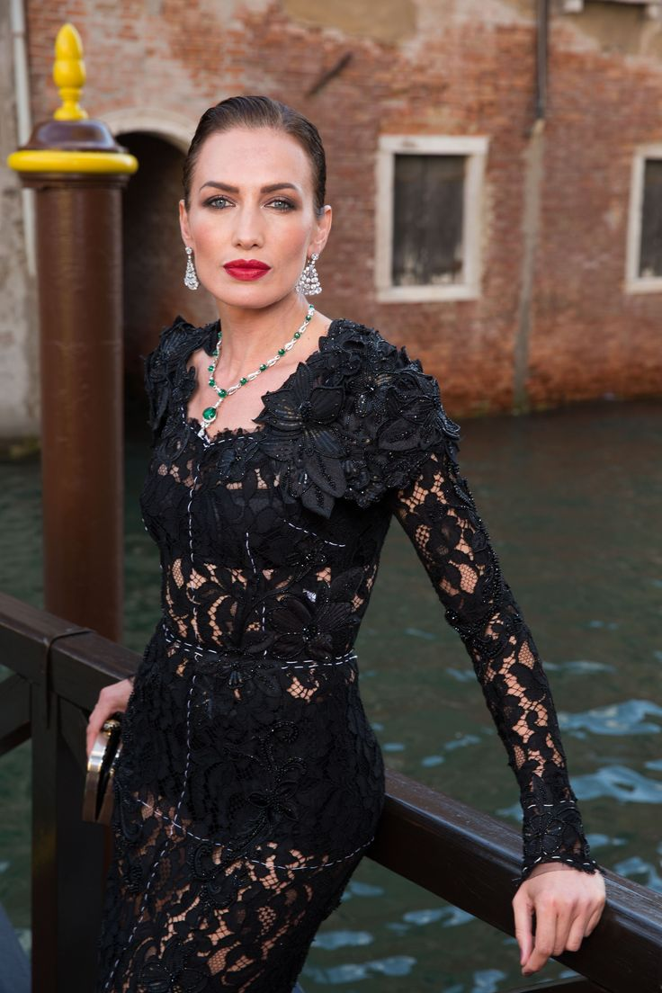 Nieves Alvarez at Bulgari Festa event in Venice, Italy, June 2017. Nieves wears emerald and diamond necklace and diamond earrings. Black lace dress. To see more Bulgari style: http://www.thejewelleryeditor.com/brands/bulgari/