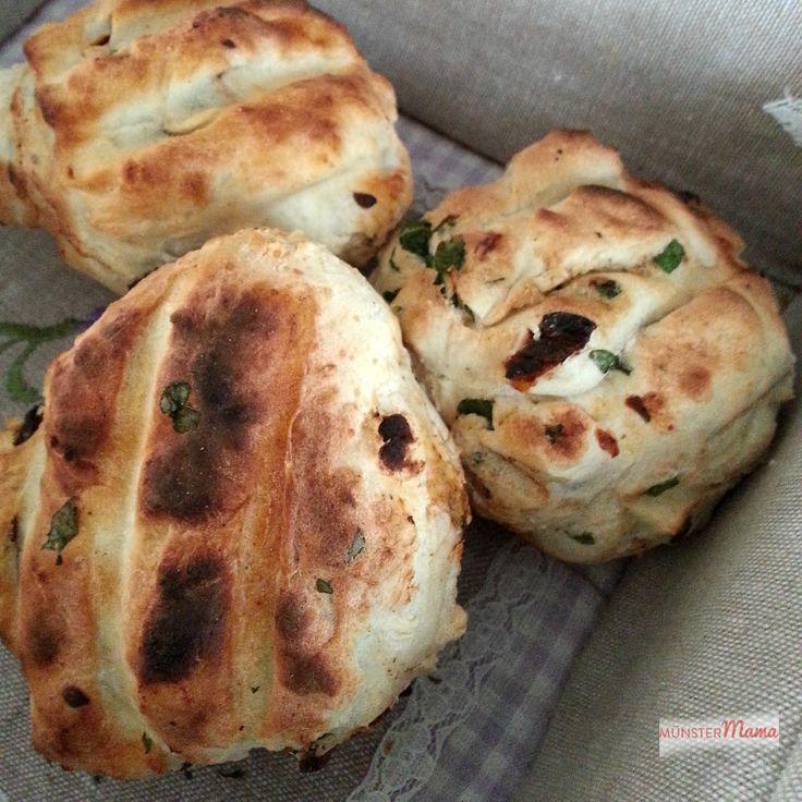 Grillbrötchen perfekt für's Grillen am Wochenende mit Freunden! Diese Brötchen vergesst ihr garantiert nicht im Ofen!