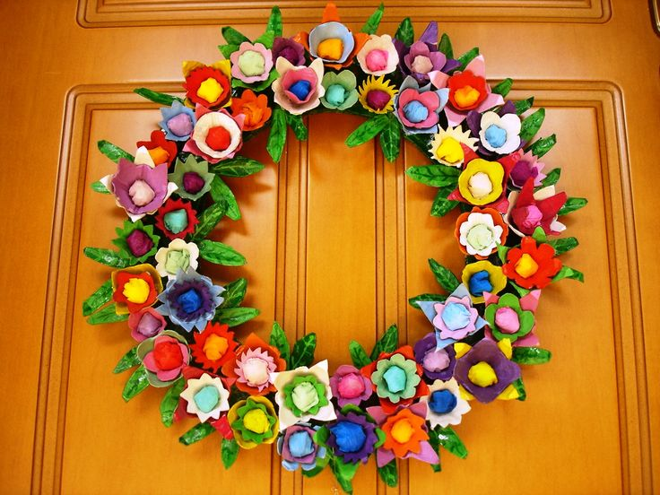 Gorgeous Easter wreath from egg cartons