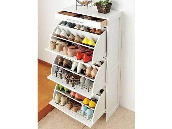 Un meuble à chaussure pratique et qui ne prend pas trop de place grâce à des soufflets rabattables. Pratique pour organiser souliers plats ou à talons, mais pas de bottes!