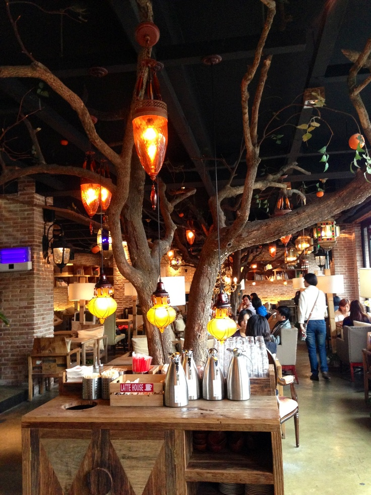 maan cafe in shanghai. super cute cafe :)