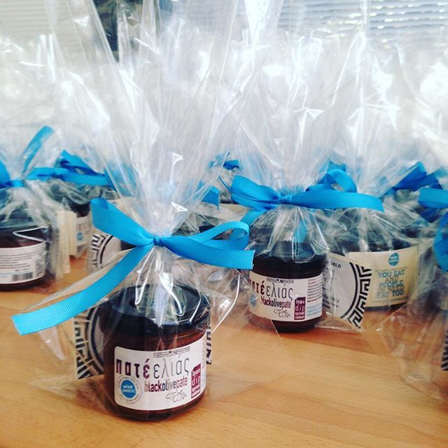Choose a wisegreece gift for your loved ones or your co-workers. Olive paste corporate gifts. @wisegreece #greece #corporategifts #gifts #enterprise #diy #olives #fun #food #socialgood