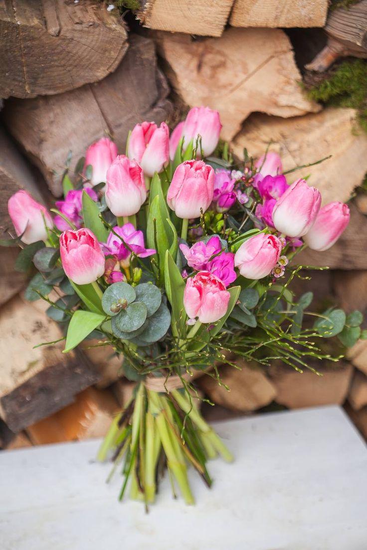 Kytica z tulipánov, frézie, eukalyptus 20 € http://www.kvetysilvia.sk/donaskova-sluzba/