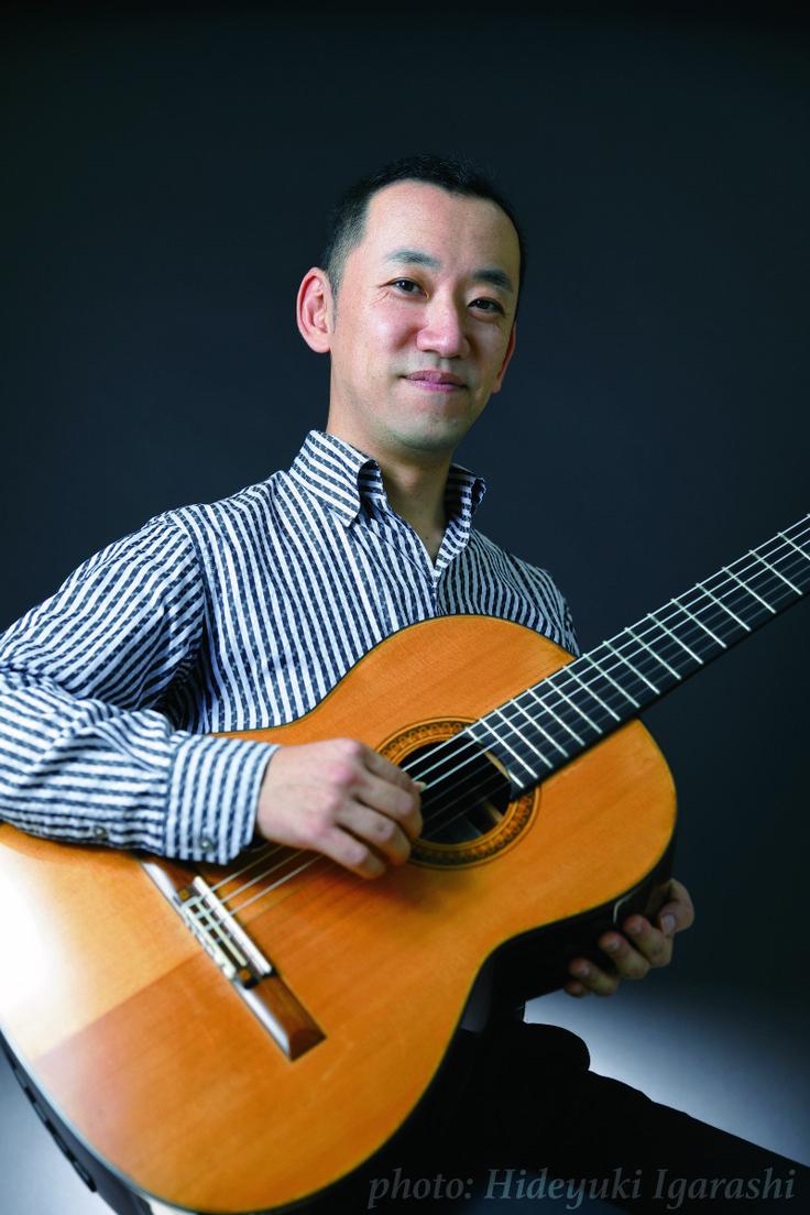 ゲスト◇益田正洋(Masahiro Masuda)長崎県・長崎市生まれ。1990年、第21回クラシカルギターコンクールにて史上最年少(12歳)で第1位を受賞、その後も国内外での数々の賞歴を重ねる。2001年ジュリアード音楽院修士課程にてS.イズビン女史に師事。これまでに福田進一、藤井眞吾、O.ギリア、M.バルエコ、D.ラッセル (敬称略) などに指導を受ける。  1991年のデビューリサイタルを皮切りに演奏活動を開始。2018年現在までに20枚以上のCDをリリース。ソロのみならずギター協奏曲や室内楽を通しての他楽器との共演による評価が高く、クラシック音楽普及の為のアウトリーチ活動も行う、日本を代表する実力派ギタリストである。