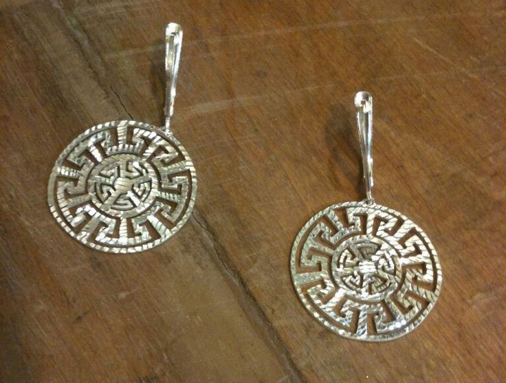 Antik motifli fasetli ( ışıltılı ) kesim 925 ayar Gümüş küpelerimiz  #kupe #küpe #earring #earrings #gumus #gümüş #silver #silverearring #silverearrings #gumustaki #gümüştakı #silverjewelry #jewelry #925k #925ayar #925ayargumus #925silver #jewelrydesign #design #designer