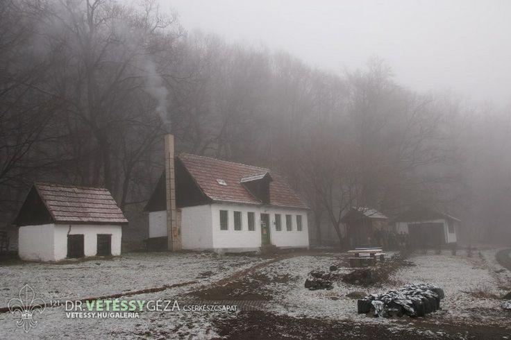 http://vetessy.hu/galeria/2014/Teli-cserkesztabor---Hidegkuti-Turistahaz/2-nap/1/view