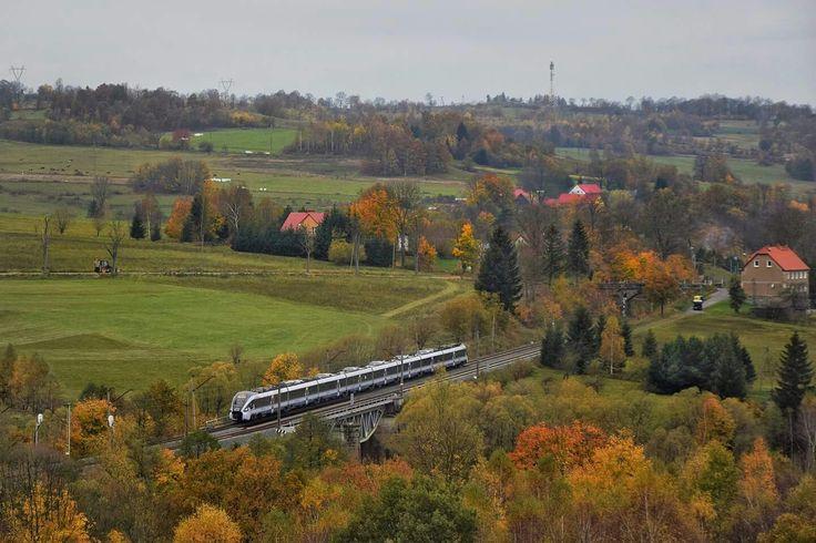 ED161-007 jako IC Orzeszkowa z Jeleniej Góry do Białegostoku pokonuje most na Bobrze, zbliżając się do stacji Marciszów.