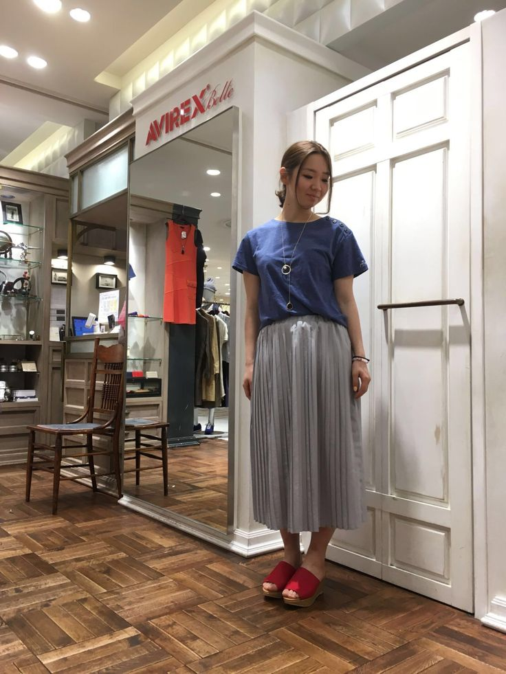 AVIREX Belle渋谷店/Belle限定プリーツスカート! 身長160cmの私が着用するとくるぶしより10cm上くらいの丈感です! 裏地がついているので、透け感を気にすることなく履いていただけます☆光沢のある素材なので、オフィスでも活躍すること間違いなし!