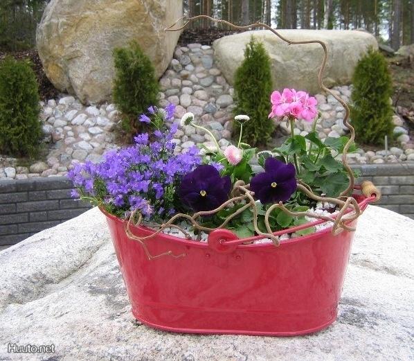 Peltinen kukkaruukka / Sheet metal flower pot