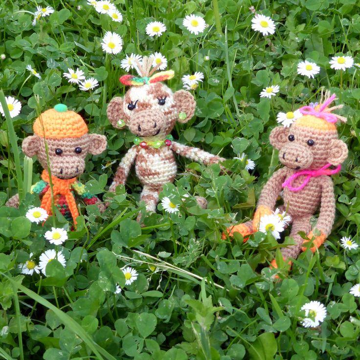 Рано утром на полянке отдыхали обезьянки