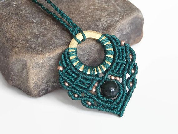 Forest green macrame necklace with brass and Indian agate by Kreativprodukte