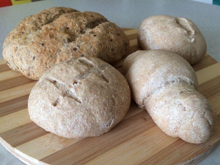 Sourdough bread, with honey and whole wheat flour or malt and barley flour and buckwheat .