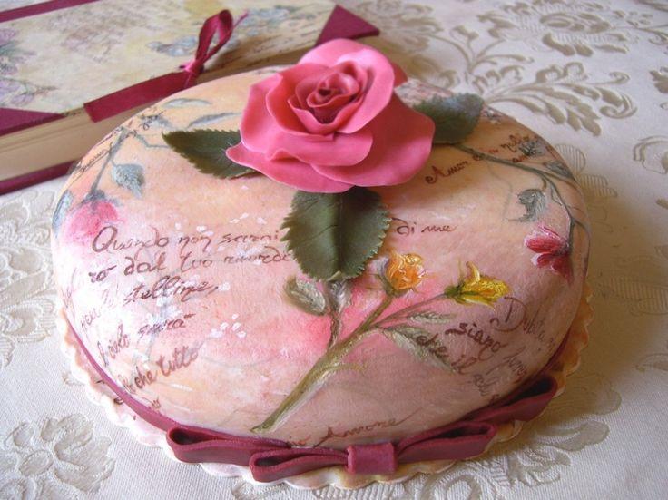 Torta dipinta a mano decorata con pasta di zucchero