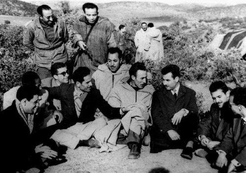Responsables de l' ALN( Armée de Libération Nationale ) dont feu Houari BOUMEDIENE ,  de la Wilaya 5. Photo prise en 1959, au nord des frontières marocaines (à 30Km d'Oujda)