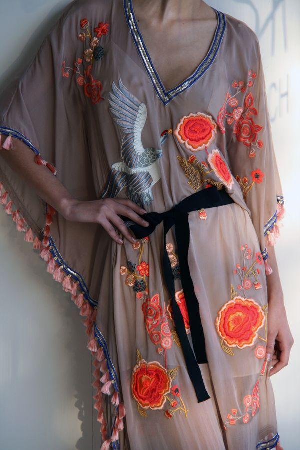 Matthew Williamson.: Beautiful Silk Kimonos Robes, Kimonos Style, Asian Style, Japanese Kimonos, Dresses Casual, Japanese Kimonos, Matthew Williamson, Tunics Dresses, Matthewwilliamson