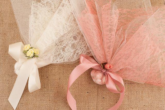 Lace Wedding Favors - Lace Bobonieres - Μπουμπουνιέρες   contact me etsy.com/LenaWeddings or lenagamos.gr