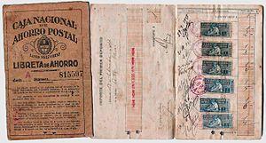 Libreta de Ahorro de la Caja Nacional de Ahorro Postal, año 1923. Nótense las estampillas de 1 peso moneda nacional adheridas a la misma.