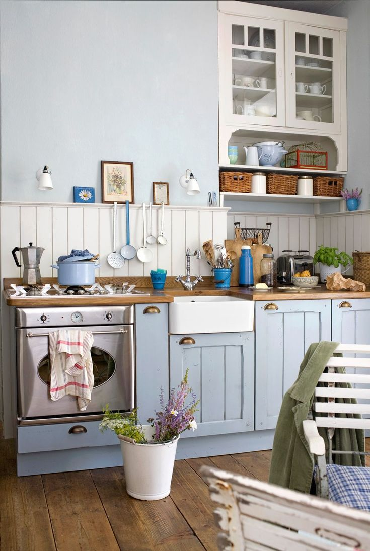 70 идей мебели для кухни: стили, виды, материалы http://happymodern.ru/mebel-dlya-kukhni/ Голубая кухня в стиле кантри