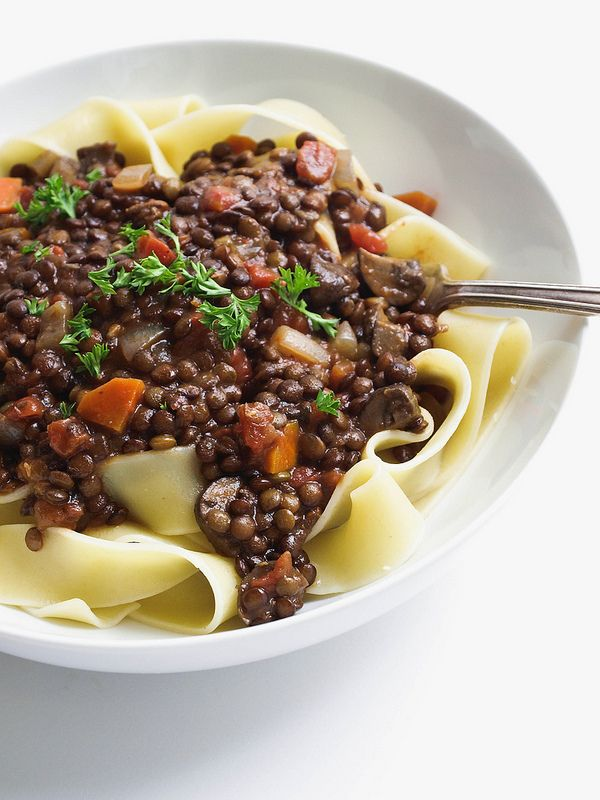 HEARTY LENTIL & MUSHROOM RAGU + PASTA... Packed with protein and fiber, this lentil & mushroom ragu is hearty and comforting!