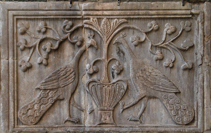 Как и во всем византийском искусстве, вэтих изображениях прослеживается соединение христианизированной античности с восточной, в частности иранской…