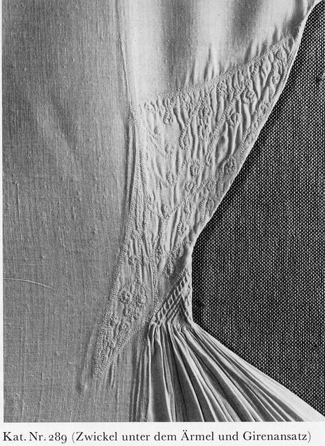 12th century Hugo underarm | par ChrisLaning Hugo underarm     Alb of St. Hugo, La Valsainte bei Charmey. Pictures from Brigitta Schmedding's _Mittelalterliche Textilien in Kirchen und Klöstern der Schweiz_ (1978, Abegg-Stiftung Bern) and _Textile Conservation and Research_ (Mechtild Flury-Lemberg, 1988, Abegg-Stiftung Bern)