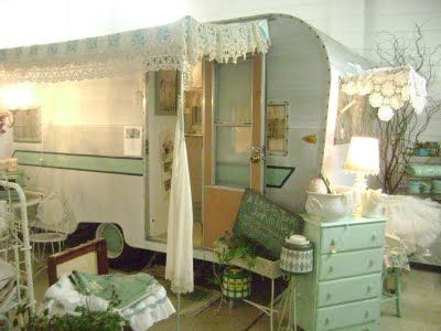 Amys VintageTrailers: Here's my little shabby chic 15ft 1963 Aladdin being used as antique shop display