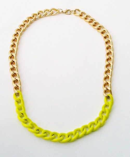gold & neon necklace: Fashion Chic, Inspiration Pictures, Styles, Nails Polish, Gold Necklaces, Chains Necklaces, Paintings Color, Accessories, Neon Yellow