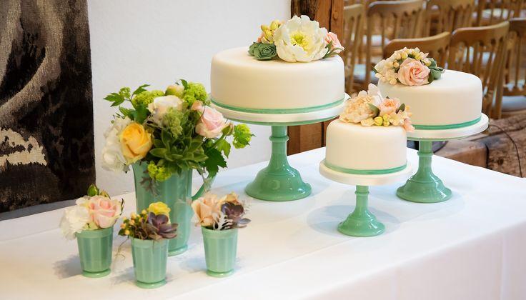 Wedding flowers and cake...