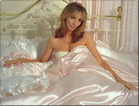 Woman gasp on satin sheets fetish hq photo porno