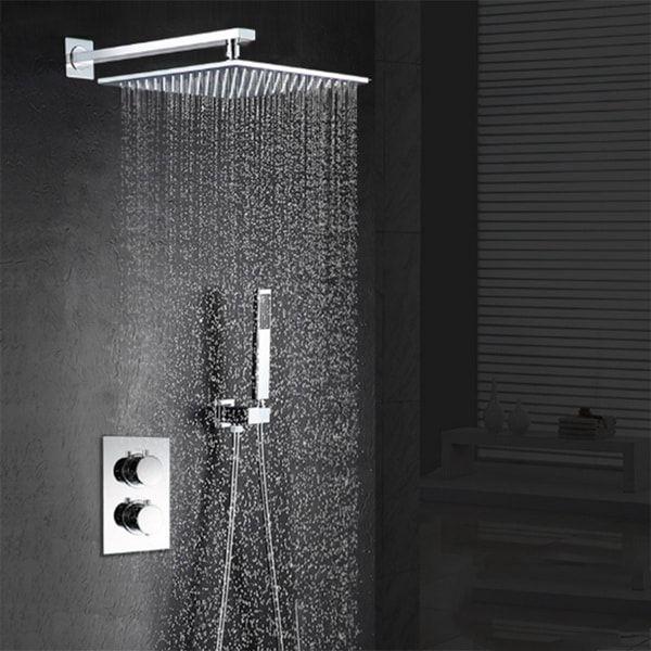 Ducha con efecto lluvia. Duchas modernas. Baños de lujo.