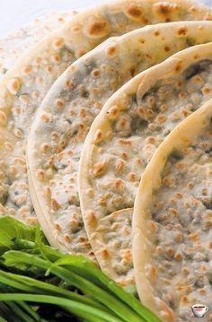 Афарар 2 стакана муки неполный стакан воды соль 1/2 ч.л. 3 ст.л. растительного масла укроп петрушка шпинат кинза зеленый лук яйцо сыр мягкий 400 г