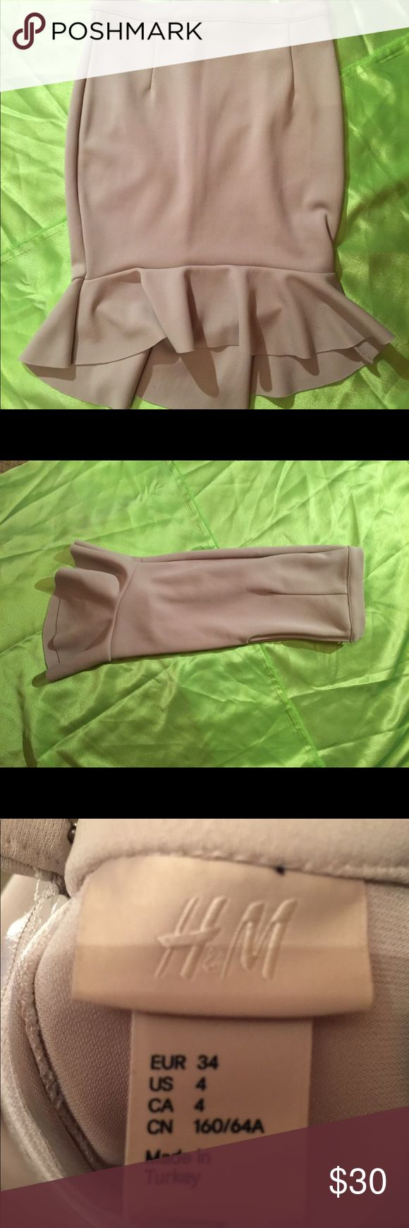 Size 4 h and M pencil skirt Off white h and m pencil skirt in size 4  Never worn H&M Skirts High Low