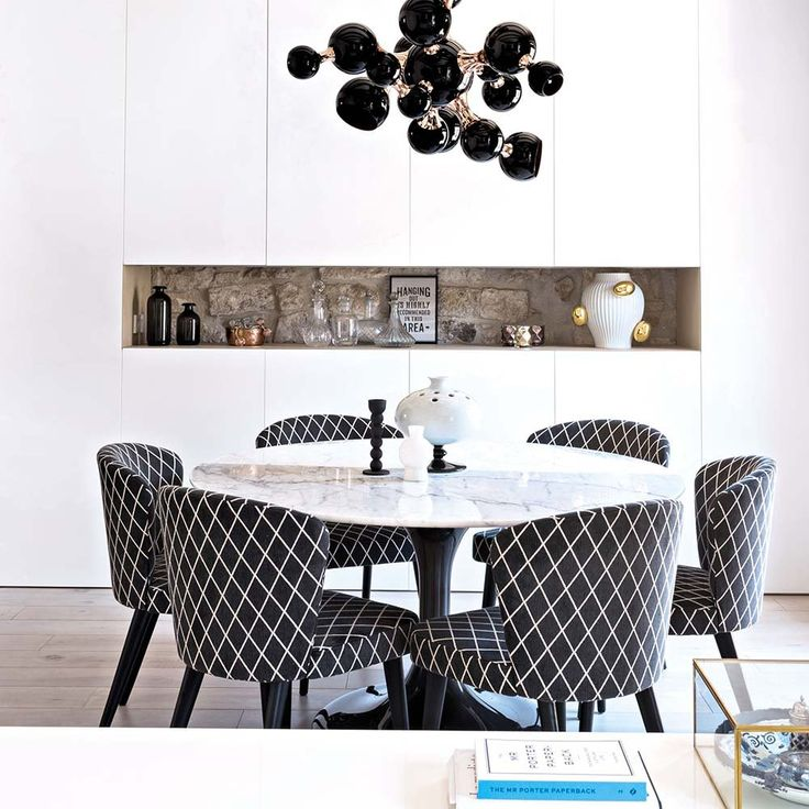 Black and white dining room, Twitter. http://www.facebook.com/kenisa.home