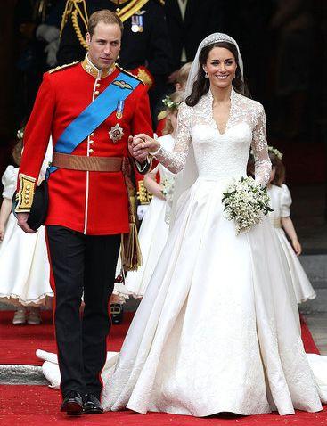 Самые красивые свадебные платья - http://vbelom.ru/kto-diktuet-svadebnuyu-modu/ Свадьбы знаменитостей приковывают тысячи глаз. За ними наблюдают, их обсуждают, на них равняются. Кто-то отдает предпочтение классике или роскошному платью от именитого дизайнера, а кто-то выбирает скро