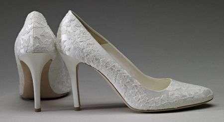 In mostra l'abito da sposa di Kate Middleton - Le scarpe con decorazioni in raso sempre Alexander McQu