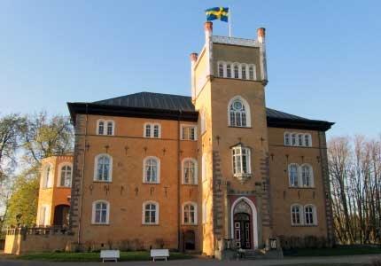 Börstorp Slott, strax norr om Mariestad. Bed & breakfast. Eventhelger med mat, fiske och naturupplevelser.