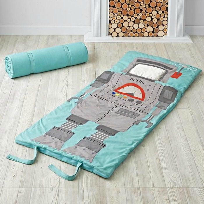 With this sleeping bag they can escape to the Land of Nod | Gift ideas for 5 year olds - Robot sleeping bag.