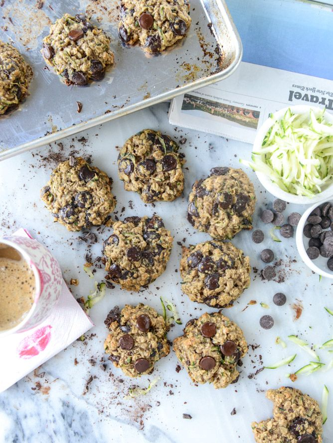 chewy oatmeal zucchini chocolate chip cookies I howsweeteats.com
