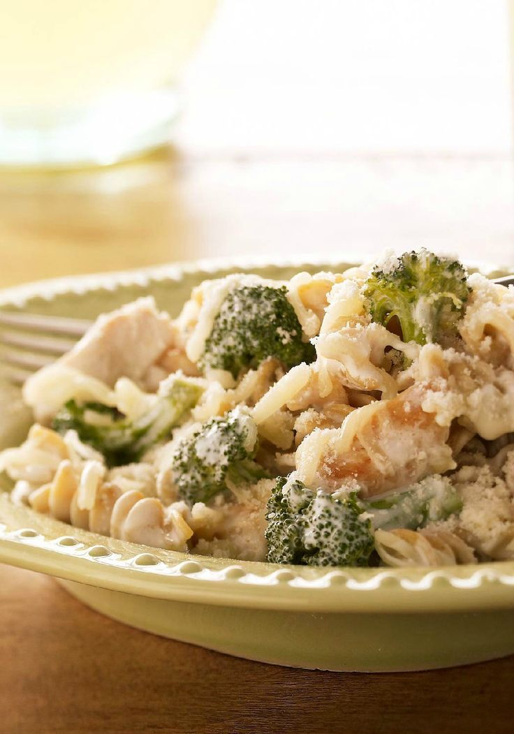Creamy Chicken & Pasta Bake – Multigrain rotini pasta, flavorful broth, and three kinds of cheese take this yummy chicken bake to a whole new level of deliciousness.
