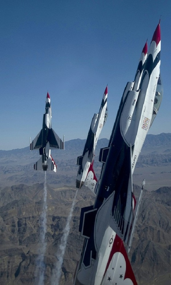 USAF Thunderbirds ~ Our amazing armed forces at synchronized play