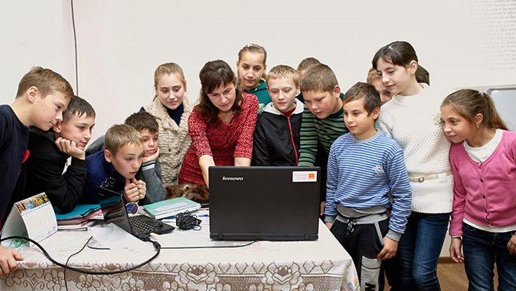 Orange oferă burse de excelenţă pentru profesorii de informatică din zonele rurale
