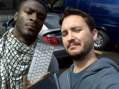 Aldis Hodge (Leverage) and Wil Wheaton. This photo is made of awesome.
