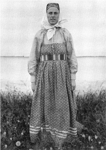 Женщина в будничном костюме. Вологодская губ. 1911 г.